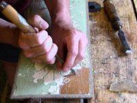 снятие краски с дерева