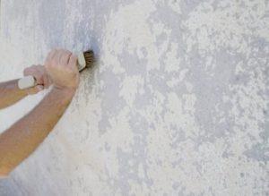 как и чем снять водоэмульсионную краску со стены