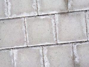 как избавиться от высолов на тротуарной плитке