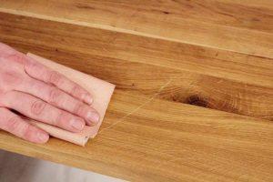 как снять старый лак с деревянной поверхности