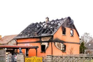 как убрать гарь после пожара