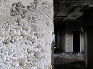 как снять со стены водоэмульсионную краску