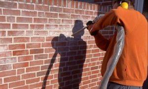 очистка фасадов зданий от выступающих солей
