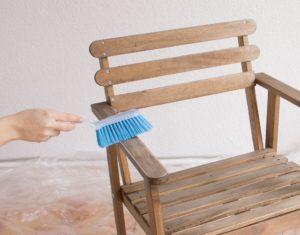 чем оттереть мебельный лак