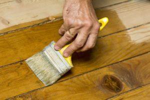 чем снять лак с деревянной поверхности