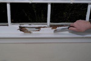 чем снять старую краску с деревянной поверхности