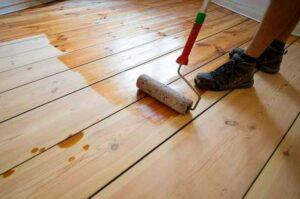 чем удалить масляные пятна с деревянного пола