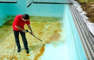чем отмыть налет с каркасного бассейна