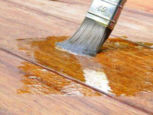 чем убрать лак с деревянной поверхности